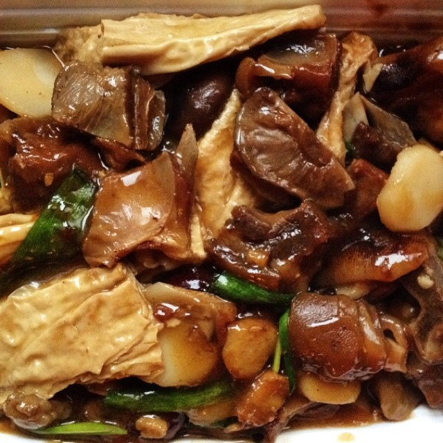 Braised Lamb With Beancurd Sheets at Sing Kee Seafood Restaurant (CLOSED) on #foodmento http://foodmento.com/place/3978