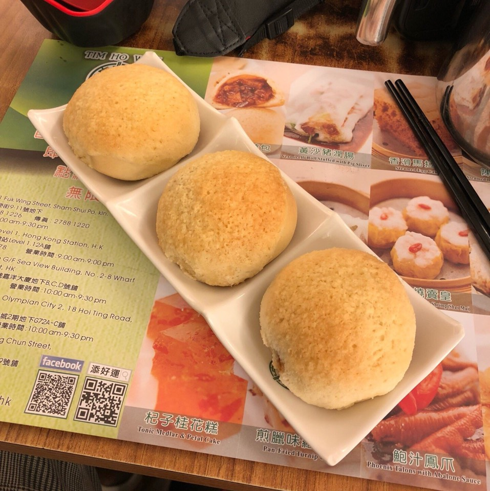 BBQ Pork Buns at Tim Ho Wan 添好運點心專門店 on #foodmento http://foodmento.com/place/4554