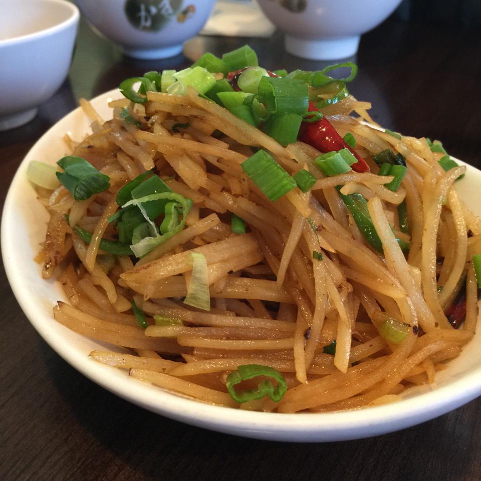 Shoko Sil Sil Ngoe Ma (Shredded Potato, Peppers...) at Phayul on #foodmento http://foodmento.com/place/4826