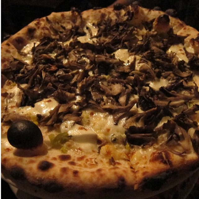 Fillmore Pizza (Hen of the Woods Mushrooms, Leeks, Mozzarella, Parmesan, Pecorino...) at Zero Zero on #foodmento http://foodmento.com/place/495