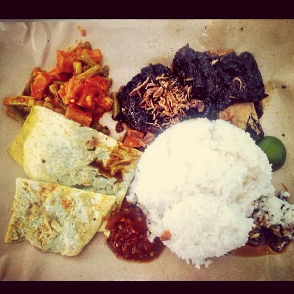 Iga Bakar Penyet (BBQ Beef Ribs) @ Kantin Aneka #90 at Lau Pa Sat Festival Market on #foodmento http://foodmento.com/place/50