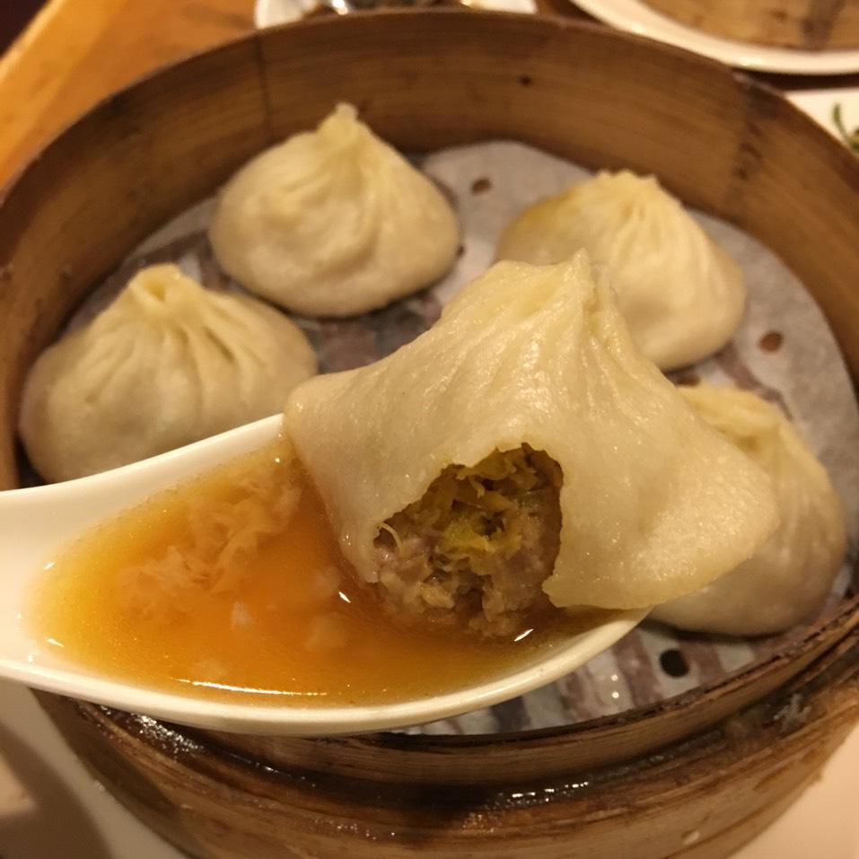Crab & Pork Soup Dumplings (Xiao Long Bao) on #foodmento http://foodmento.com/dish/35023