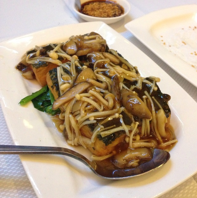 Braised Homemade Spinach Skin Beancurd w Mushrooms at Jumbo Seafood Restaurant on #foodmento http://foodmento.com/place/586