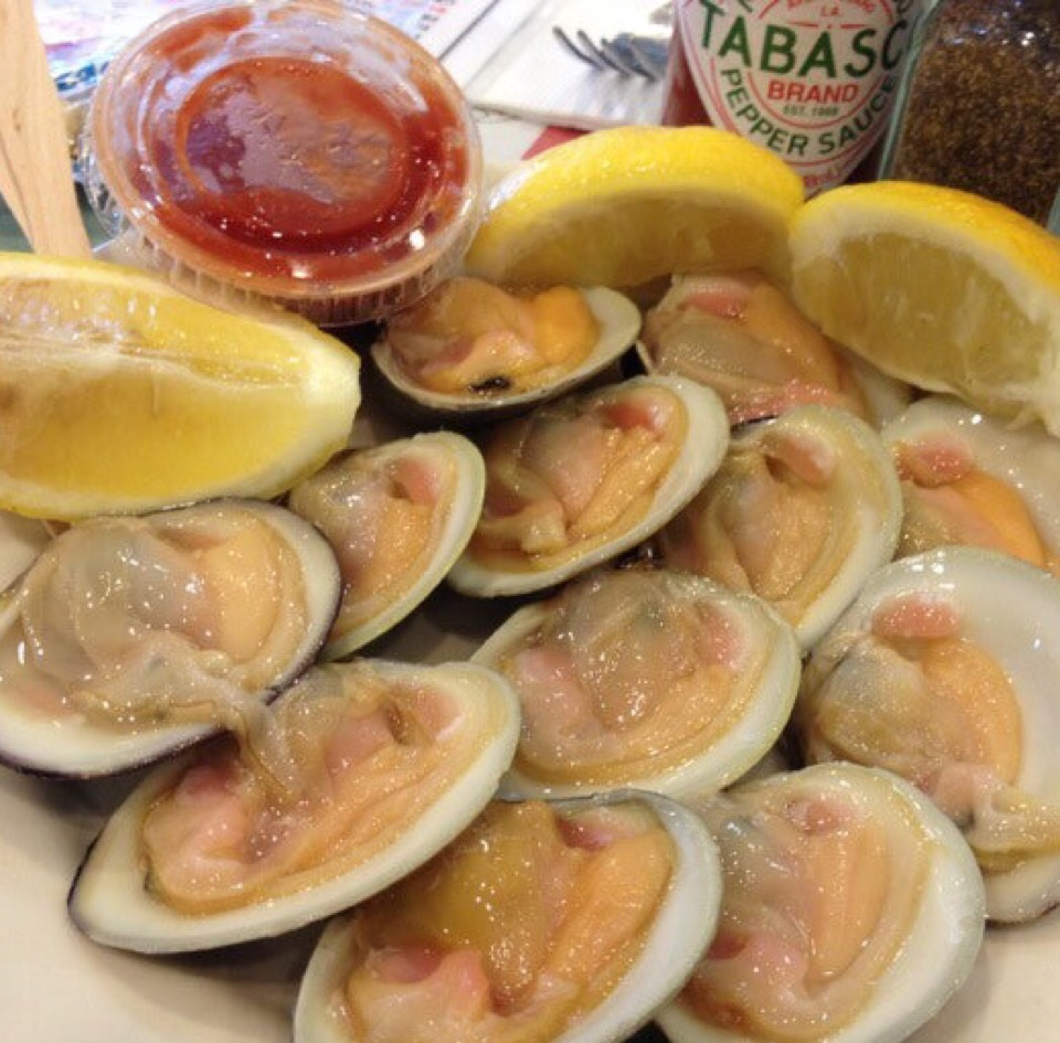 Raw Cherrystone Clams at Randazzo's Clam Bar on #foodmento http://foodmento.com/place/5884
