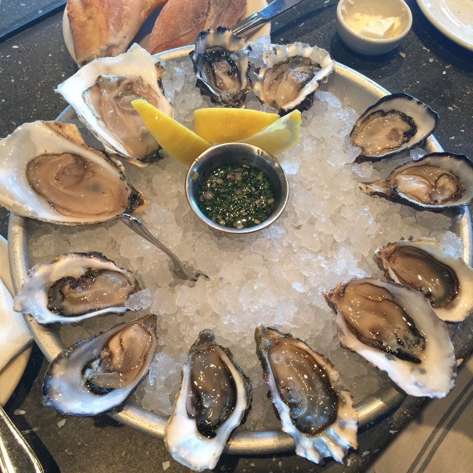 Fresh Oysters at Hog Island Oyster Co. on #foodmento http://foodmento.com/place/6414