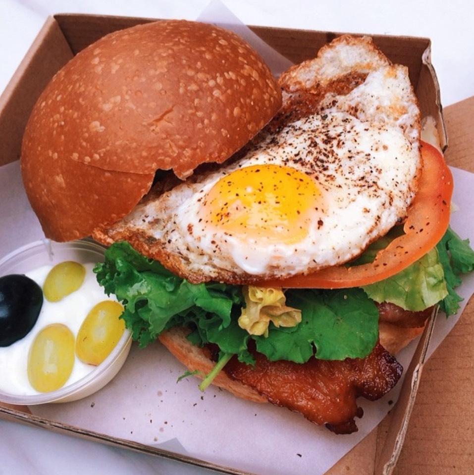 B.E.L.T. (Bacon Egg Lettuce Tomato Sandwich) at Café Deadend on #foodmento http://foodmento.com/place/7302