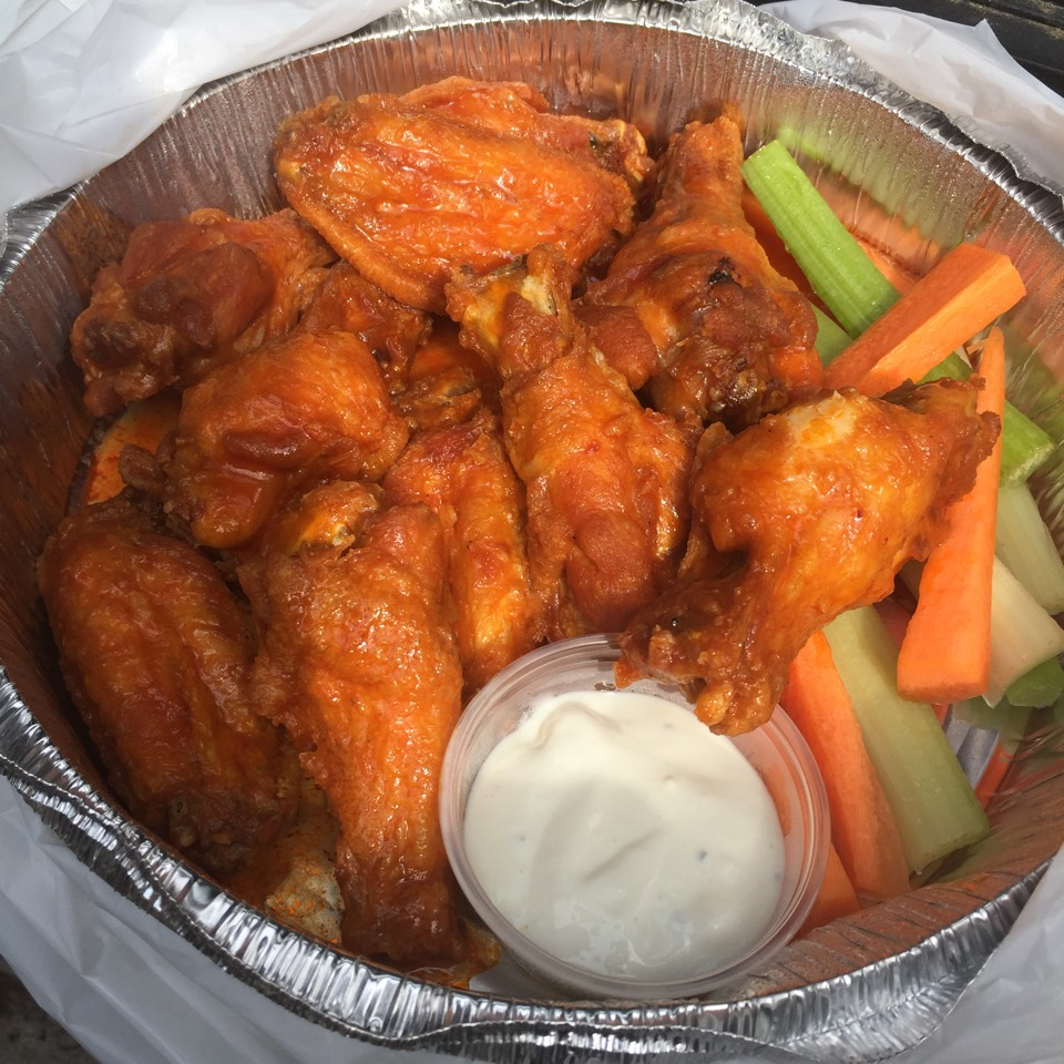 Buffalo Chicken Wings at Bonnie's Grill on #foodmento http://foodmento.com/place/7600