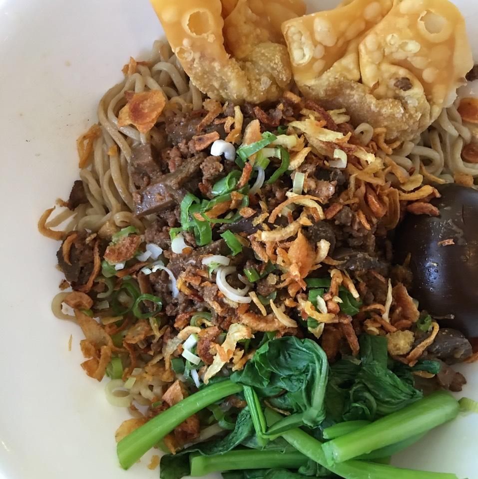Mie Komplit (Eg Noodles, Chicken, Mushroom, Veggie, Wonton...) at Sky Cafe on #foodmento http://foodmento.com/place/7930