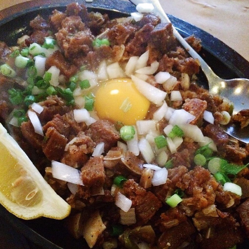 Sizzling sisig (CLOSED) at Krystal's Café 81 on #foodmento http://foodmento.com/place/8110