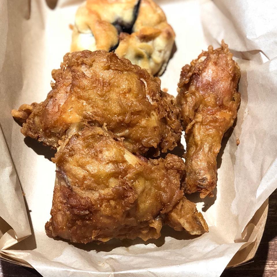 Fried Chicken (Leg & Thigh) from Honey's Kettle Fried Chicken on #foodmento http://foodmento.com/dish/32906