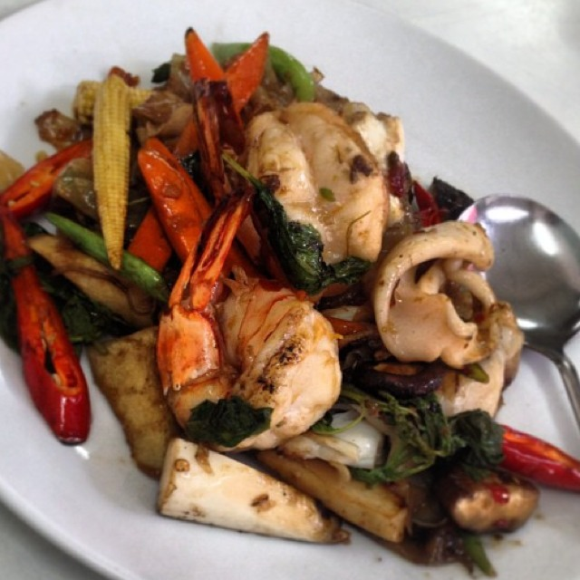 Pad Kee Mao at เจ๊ไฝ (Jay Fai) on #foodmento http://foodmento.com/place/1215