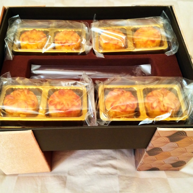 Mini Custard Mooncakes  at Cuisine Cuisine 國金軒 on #foodmento http://foodmento.com/place/3571