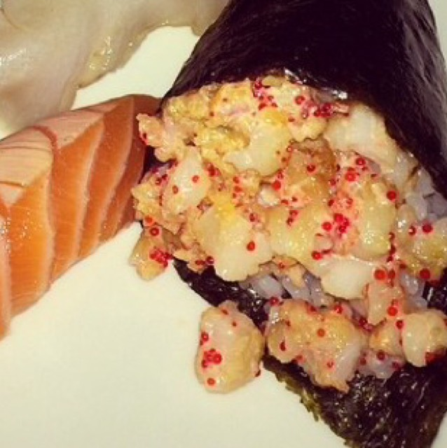 Spicy Scallop Hand Roll at Lure Fishbar on #foodmento http://foodmento.com/place/909