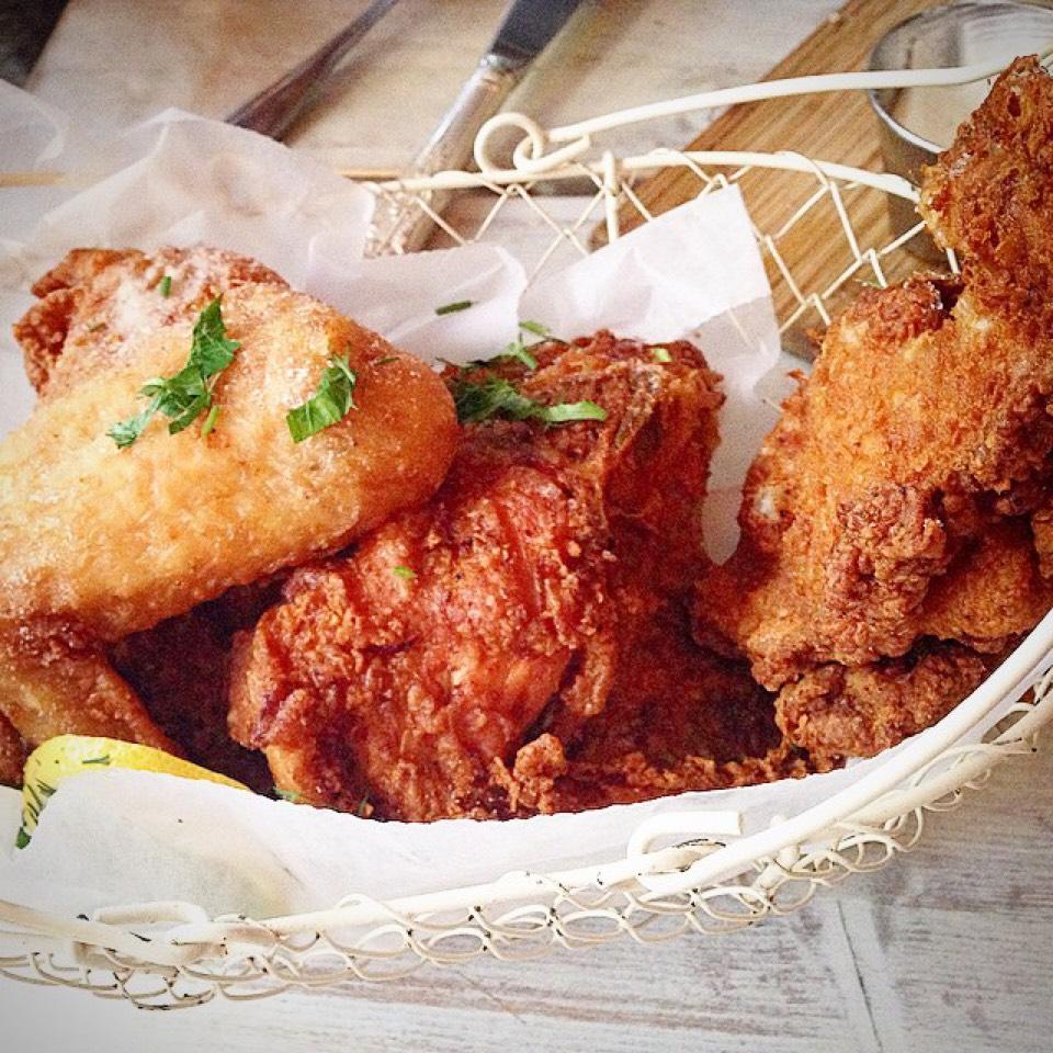 Crispy Free Range Bucket (Fried Chicken) Lemon Dusted, Sweet Tea Brined, Spiked Honey on #foodmento http://foodmento.com/dish/13912